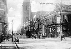 Arnhem (1910) Nóg een fraaie foto van de Steenstraat, nu gezien in de richting…