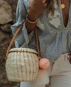My favorite new Merida basket Pom Pom bag, handmade in Mexico 💞 - Fashion Moda, Love Fashion, Fashion Trends, Boho Bags, Basket Bag, Insta Look, Summer Bags, Mode Inspiration, Diy Clothes