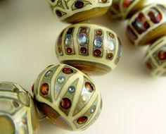 Hollow Beads by Jari Sheese - kind of different, very nice. Polymer Beads, Clay Beads, Lampwork Beads, Beads Pictures, Handmade Beads, Beading Tutorials, Beaded Jewelry, Jewellery, How To Make Beads