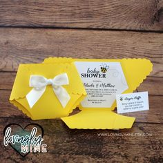Bumble Bee Diaper Shaped Invitations Set of 10 Gender Invitation Baby Shower, Diaper Invitations, Bumble Bee Invitations, Baby Shower Parties, Baby Shower Themes, Sunflower Baby Showers, Baby Shower Yellow, Winnie The Pooh, Baby Shower Invitaciones