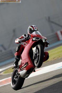 Ducati Panigale - www.facebook.com/GarvsMeanMachine