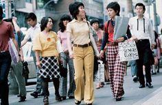 昭和45年、東京・新宿の街頭(1970年撮影) 【時事通信社】