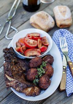 Grillezett tarja és csevapcsicsa recept - Kifőztük, online gasztromagazin Cannoli, Hungarian Recipes, Hungarian Food, Bbq Rub, Grilling, Recipies, Pork, Beef, Health