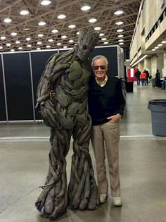 cfc81ff5a8a537f8a682287908392c3b.jpg.cf.jpg (399×533) The Amazing genius Stan Lee and Groot.