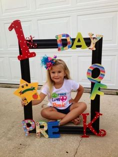 Who is ready for a great year? – Back to School boards must not be … 1st Day Of School Pictures, First Day School, School Photos, Beginning Of School, Pre School, Back To School, Decoration Creche, Class Decoration, Preschool Classroom