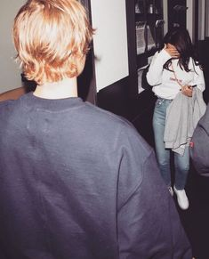 January Justin and Selena Gomez arriving at the Los Angeles Kings Valley Ice Center in Panorama City, California. Selena Selena, Justin Bieber Selena Gomez, Estilo Selena Gomez, Selena Gomez Fotos, Justin Bieber And Selena, Justin Bieber News, Justin Hailey, Love Will Remember, Los Angeles Kings