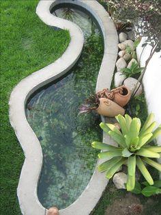 Lenilson Adriano França Carvalho Small Water Gardens, Fish Pond Gardens, Patio Pond, Ponds Backyard, Outdoor Fish Ponds, Design Fonte, River Rock Stone, Koi Pond Design, Indoor Waterfall