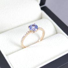 Ceylon Saphirring - Verlobungsring - Anlassring - Solitär - Rosegold - Medium Blue - Krappenfassung - Brillanten Ceylon Sapphire, Ring Verlobung, Etsy, Medium, Rings, Jewelry, Engagement Ring, Jewlery, Jewerly