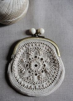 in the sixties my thea despina showed me how to make these… Crochet Diy, Love Crochet, Irish Crochet, Beautiful Crochet, Crochet Crafts, Crochet Coin Purse, Crochet Purses, Purse Patterns, Knitting Patterns