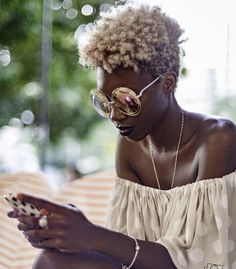 Ladies, try to fall in love again with your natural afro hair. Have a look at all these Afro hair inspiration images that we've collected for you, enjoy! Natural Hair Journey, Natural Hair Care, Natural Hair Styles, Natural Beauty, Pelo Natural, Au Natural, Natural Texture, Natural Hair Inspiration, About Hair