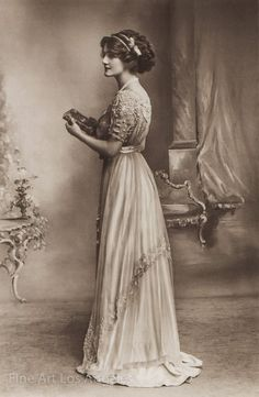 Bietet einen neuen Fine Art Qualität archival Pigment Nachdruck dieses Foto einer Schauspielerin und Sängerin Lily Elsie. Es ist eine hohe Druckqualität, ungerahmt, ca. 8 x 10 auf 8 1/2 x 11 Archivpapier, geeignet für Matten, Rahmung und anzeigen. Lily Elsie (1886 – 1962) war eine