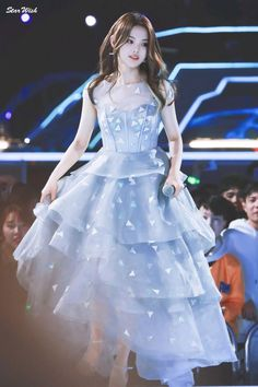 China Girl, Ulzzang Girl, Asian Style, Designer Wedding Dresses, My Wardrobe, Stylish Outfits, My Idol, Korean Fashion, Curly Hair Styles
