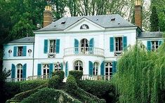 White House Exterior Teal Shutters - LE STYLE MADELEINE CASTAING - Le blog de haute.decoration.over-blog.com