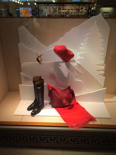 "Hermès,San Francisco Airport,CA,USA,""Little Red Riding Hood"",uploaded by Ton van der Veer"