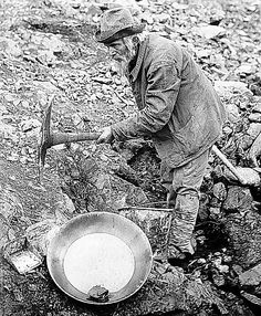 This photo is showing a miner n work position with a digger in hands digging the ground to get gold.On is side is a sifter he uses to pan gold. Canadian History, American History, Panning For Gold, Gold Miners, Gold Prospecting, Le Far West, Mountain Man, Historical Pictures, Old Photos