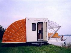 De Markies Mobile Home. De Markies mobile home is the perfect camping trailer for enjoying the great outdoors. Glamping, Tent Camping, Camping Hacks, Camping Cabins, Mobile Living, Mobile Home, Travel Camper, Build Outdoor Kitchen, Kombi Home