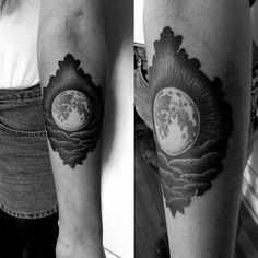 miedoalvacio:  Full Moon Dotwork Tattoo