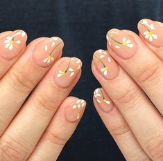 We've rounded up the hottest nail art designs in spring on your IG explore feed under one title. Keep scrolling to choose your next mani from the ultimate spring 2020 nail art trends list. Cute Acrylic Nails, Cute Nails, Pretty Nails, Spring Nail Trends, Spring Nails, Nail Designs Spring, Sophisticated Nails, May Nails, Blush Nails