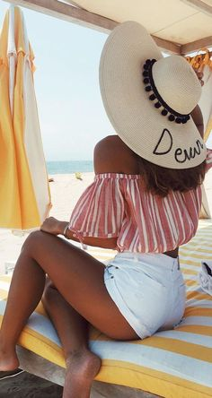 Big hat, printed top and shorts - LadyStyle