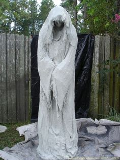 40+ Funny u0026 Scary Halloween Ghost Decorations Ideas & Halloween Window Decorations Ideas to Spook up Your Neighbors ...