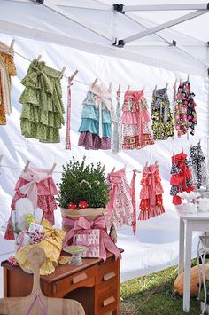 Stand - set up clothes line to display t-shirts, etc. Stall Display, Vendor Displays, Craft Booth Displays, Vendor Booth, Display Ideas, Booth Ideas, Shop Displays, Retail Displays, Craft Show Booths