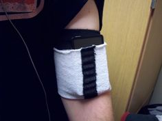 fast/easy sports armband /not sure if this would really work but pinning just in case. High Tech Gadgets, Tech Hacks, Cell Phone Holder, Ipod Holder, Charger Holder, Phone Charger, Phone Cases, Cheap Iphones, Tube Socks