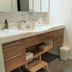 男性で、の男前/トイレ/レッドシダー/アイアントイレットペーパーホルダー/LIXILトイレ…などについてのインテリア実例を紹介。「1Fトイレ。」(この写真は 2016-11-12 13:32:09 に共有されました)