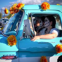 Scenes from the Marigold Parade part 1. #diadelosmuertos #marigoldparade #albuquerque #abq #newmexico #dayofthedead #fujixt1 #myfujifilm #xt1