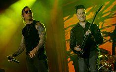 Uma das músicas que mais empolgou o público foi 'Hail to the king', que os fãs cantaram junto.