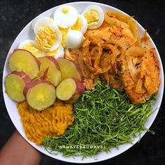 For see more of fitness life images visit us on our website ! Easy Healthy Breakfast, Healthy Eating, Vegan Gains, Healthy Plate, Menu Dieta, Cooking Recipes, Healthy Recipes, Easy Food To Make, Diy Food