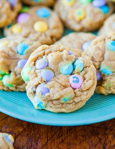 EASTER COOKIES-Soft and Chewy M Cookies - Loaded to the max with M & M's! So soft & perfectly chewy thanks to help from a secret ingredient! Desserts Ostern, Köstliche Desserts, Delicious Desserts, Dessert Recipes, Yummy Food, Easter Desserts, Dessert Healthy, Easter Recipes, Holiday Recipes