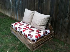 Outdoor pallet furniture diy couch cushions ideas for 2019 Pallet Furniture Designs, Wooden Pallet Furniture, Recycled Furniture, Skid Furniture, Furniture Ideas, Coin Palette, Outdoor Couch Cushions, Canapé Diy, Easy Diy