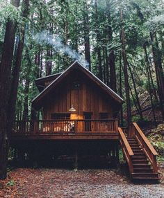 Ever wanted your own tiny house cabin? Want to be more self-sufficient and live off grid? Here's how to build a nice tiny cabin powered by solar panels. Future House, Cabin Homes, Log Homes, Little Cabin, Cabins And Cottages, Log Cabins, Mountain Cabins, Cozy Cabin, Cabins In The Woods