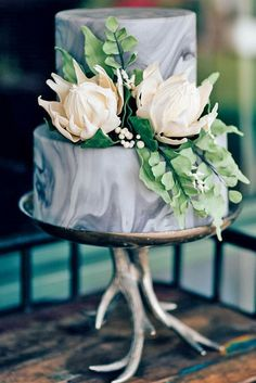 Marbled wedding cakes / http://www.himisspuff.com/marble-wedding-cake-ideas/8/
