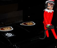 Elf On The Shelf -- Gamer! (Click on picture to see more great Elf On The Shelf ideas!)