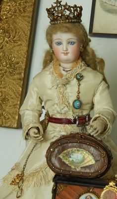 Antique doll valise/etui