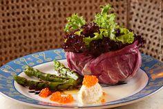 Verbena - Hotel Transamérica São Paulo (almoço)    Bouquet de folhas, aspargos, queijo de cabra e ovas de salmão com redução de aceto balsâmico ao molho de azeite e limão