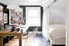 I stedet for soveværelse og stue - soveværelse og kontor? Eller gæsteværelse og kontor? Yndigt!