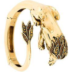 Roberto Cavalli lion bangle bracelet (6.580 NOK) ❤ liked on Polyvore featuring jewelry, bracelets, hinged bracelet, bangle bracelet, lion jewelry, hinged bangle and bangle jewelry