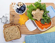 Fast and easy lunch box ideas for a healthy lunch. Try our healthy lunch box recipes, great for kids and for adults alike. Breakfast Food List, Health Breakfast, Breakfast Recipes, Brunch, Pastas Recipes, Santoro London, How To Make Sandwich, Health Snacks, Muesli