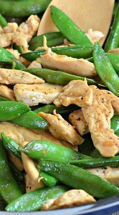 10 Minute Lemon Chicken Stir-Fry - Healthy Food Ideas A quick dinner that is light, flavorful and healthful. 10 Minute Lemon Chicken Stir Fry with Sugar Snap Peas is the perfect weeknight meal! Pea Recipes, Stir Fry Recipes, Asian Recipes, Dinner Recipes, Cooking Recipes, Healthy Recipes, Dinner Ideas, Lemon Chicken Stir Fry, Healthy Chicken Stir Fry