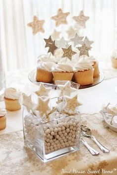 How to throw a fabulous Gender Neutral Baby Shower - Plum Polka Dot White Baby Showers, Star Baby Showers, Baby Shower Decorations For Boys, Baby Shower Themes, Shower Ideas, Baby Shower Cakes, Baby Boy Shower, Gender Neutral Baby Shower, Twinkle Twinkle Little Star