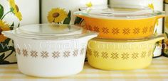 PYREX Town and Country Collection During 1966 and 1967 a selection of solid-colored oval casseroles were added to the product line. Original 470 casserole set, solid colors with a small brown pattern.  The 480-series set was also decorated this way.