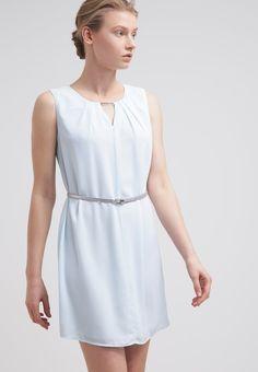 48ac82e7539133 Dit lieve jurkje in lichtblauw is echt perfect voor een bruiloft. Shop hier  vanaf  € 59