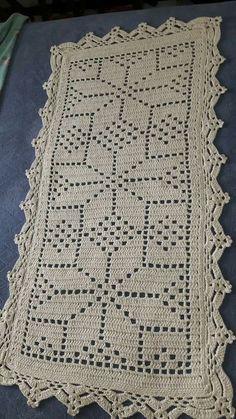 Best 12 4 Dicas Para Você Aprender a Fazer o Crochê em Casa! Crochet Table Runner Pattern, Crochet Rug Patterns, Crochet Quilt, Crochet Tablecloth, Doily Patterns, Crochet Home, Thread Crochet, Crochet Doilies, Crochet Flowers