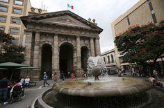 """Fachada de la Biblioteca Iberoamericana """"Octavio Paz"""", ubicada en el Centro Histórico de Guadalajara"""