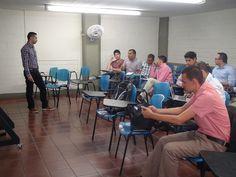 Andrés Mejía nuestro Asistente administrativo en Sistemas, expone su proyecto de Grado acerca del cambio de la red inalámbrica en ESCOLME.