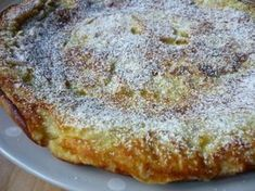 Υπάρχουν φορές που θέλετε γρήγορα ένα γλυκό, αλλά δεν έχετε την υπομονή να περιμένετε να ψηθεί μία ώρα για να το απολαύσετε… Η γνωστότερη μέθοδος για εύκολα και γρήγορα γλυκά είναι στο …τηγάνι. Μια από αυτές Greek Sweets, Greek Desserts, Greek Recipes, Easy Desserts, Dessert Recipes, Breakfast Snacks, Breakfast Recipes, Apple Deserts, Brunch