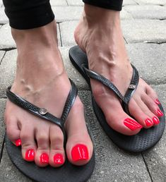 For those who leave nasty 🤢 comments or send me DMs about my being too long, that my feet are ugly or that I have cankles 🙄 I get… Red Toenails, Long Toenails, Pretty Toe Nails, Pretty Toes, Sexy Legs And Heels, Sexy High Heels, Pies Sexy, Nice Toes, Toenails