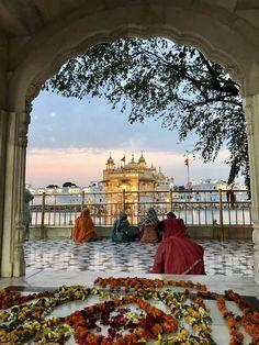 Guru Nanak Ji, Golden Temple Amritsar, Harmandir Sahib, Love Heart Images, Gurbani Quotes, Religious Quotes, Heaven On Earth, India Travel, Trust God